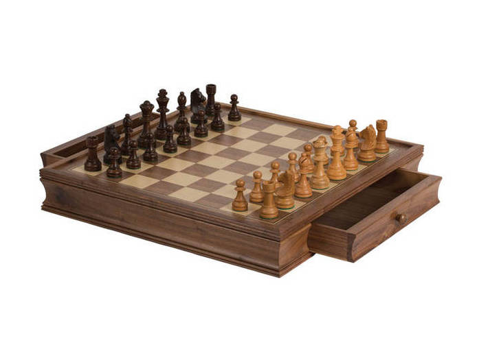 "19"" Walnut deluxe chess set"